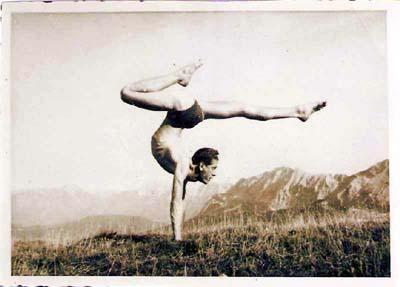 tenga-handstand-auf-der-zugspitze